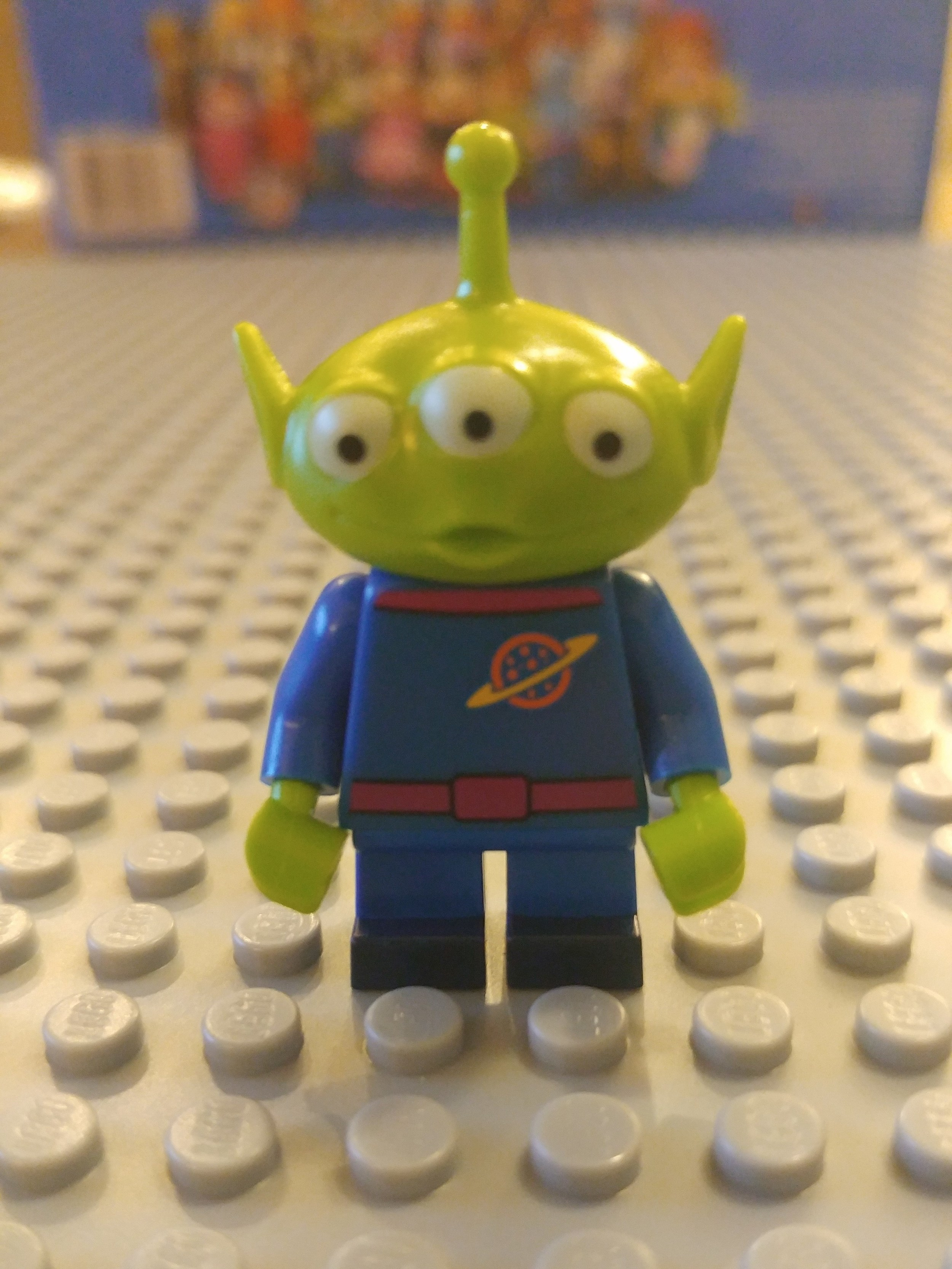 Toy Story Alien Minifig Close Up - Front