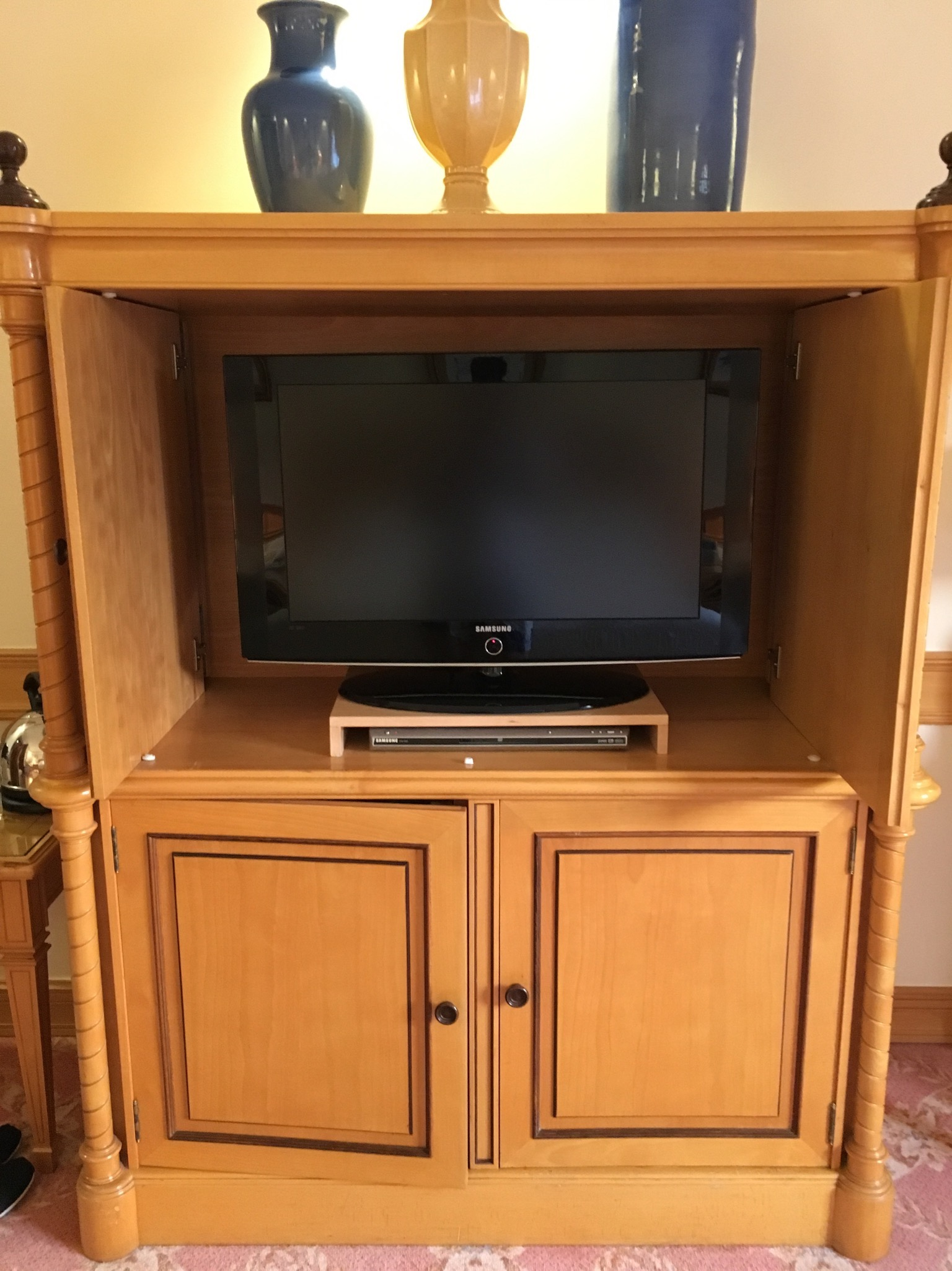 Olissippo Lapa Palace guest media cabinet