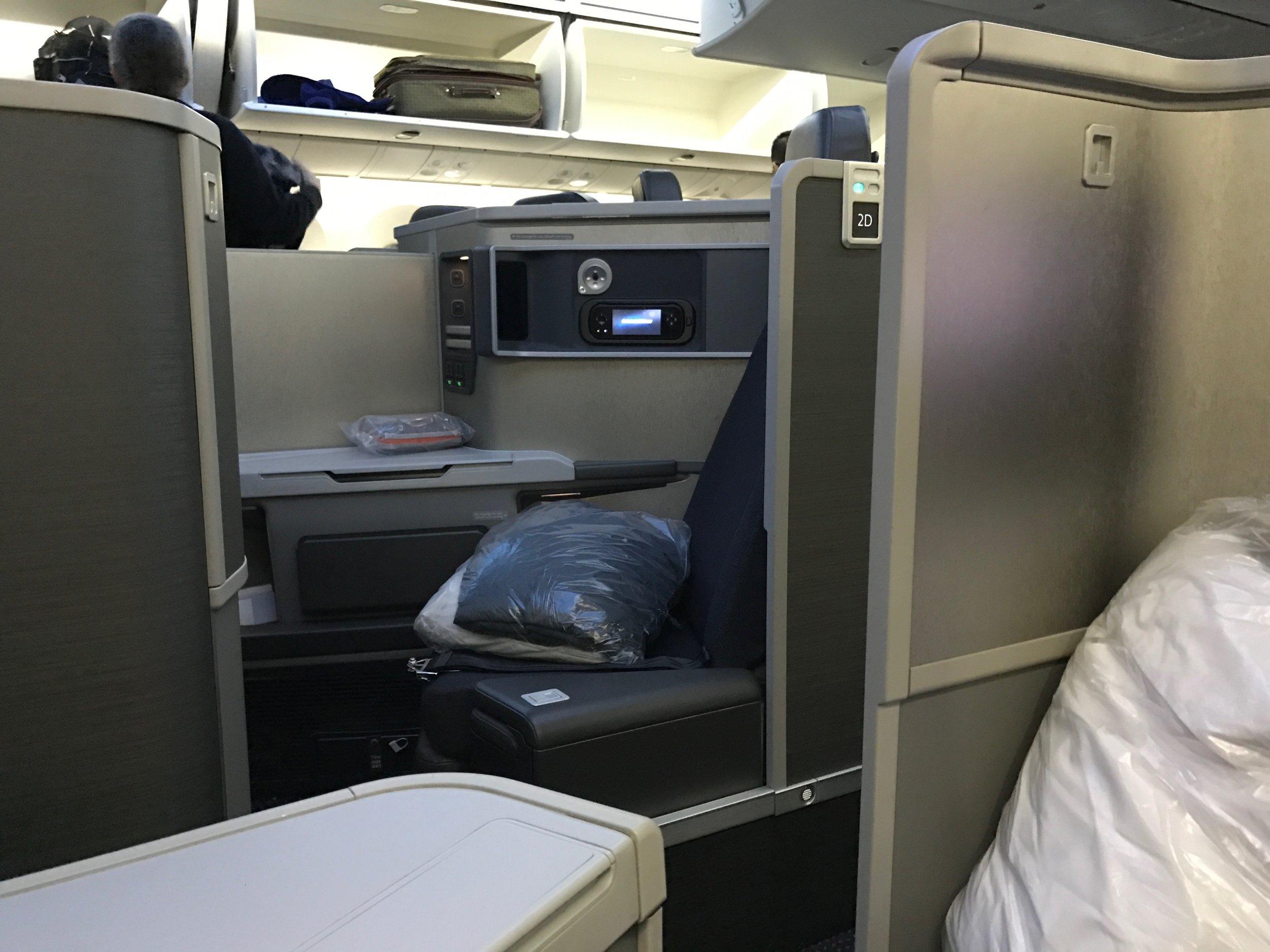AA 787 business class forward-facing seat 2D