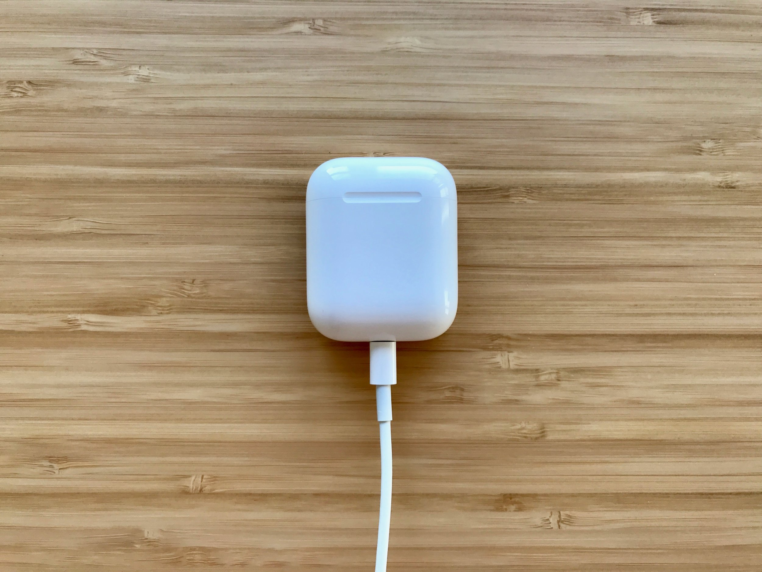 AirPods case charging