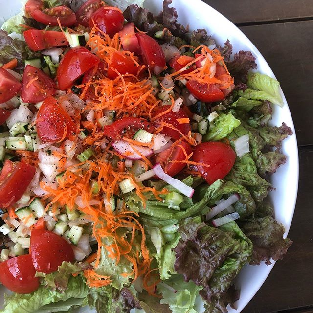 Keeping it simple and eating big salads all week in this heat with all the local goodness from the farmers market: cukes, radishes, celery, shredded carrots, onions, greens, tomatoes + 🥑 and the NtF 14-day Reset homemade Italian dressing. Swapping out the proteins - grilled chicken, 100% grass fed steak, Copper River salmon, @cranedancefarm pasture raised lamb burger. It's going to be a delicious + simple week!  What's on your menu to stay cool in this heat?  #nourishtoflourishsociety #farmtotable #organic #eatlocal #supportyourlocalfarmer #summersalads #selfcare #mealprepmadeeasy #nofilterneeded