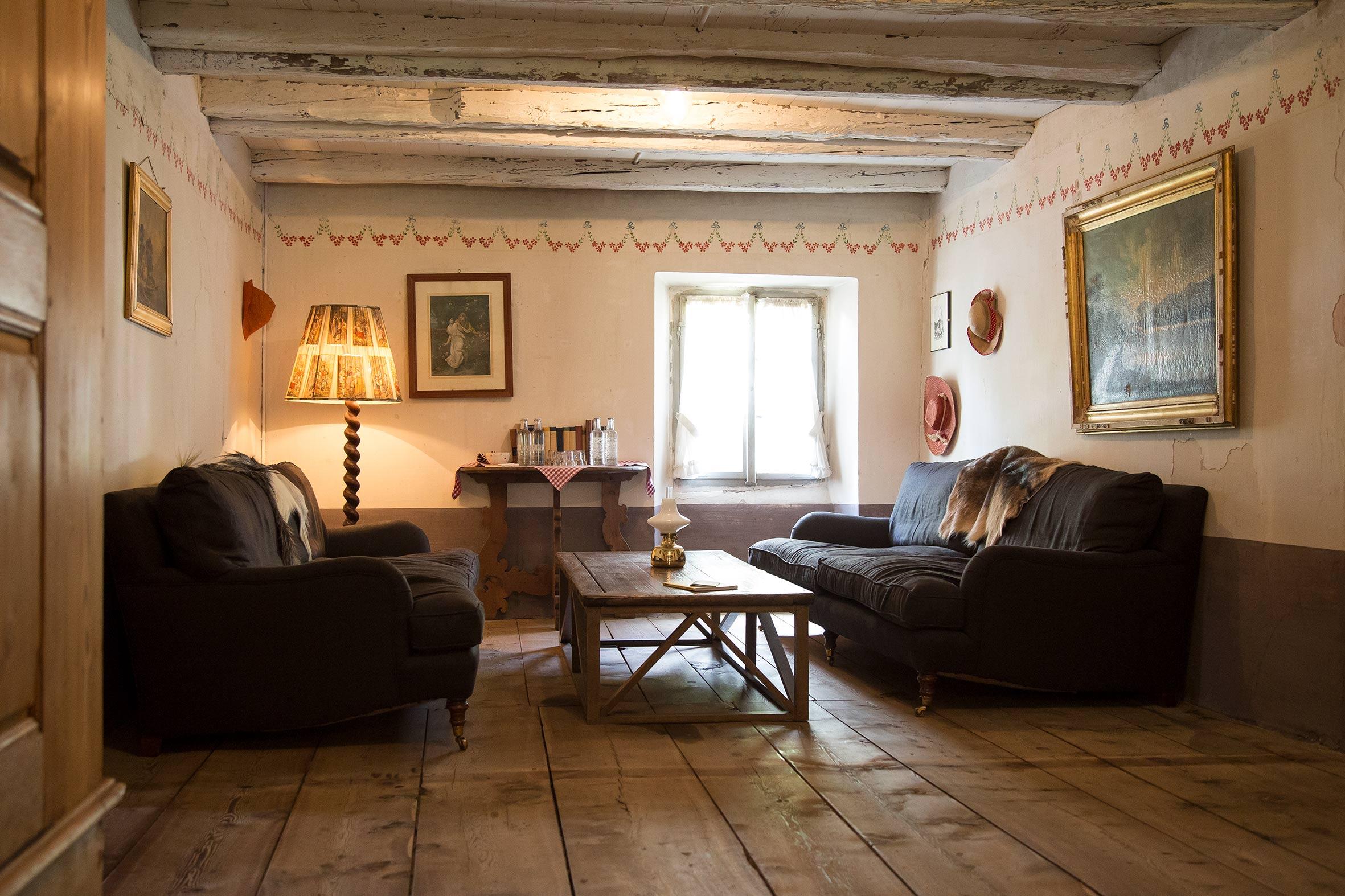 laroesa-stuebli-lounge.jpg