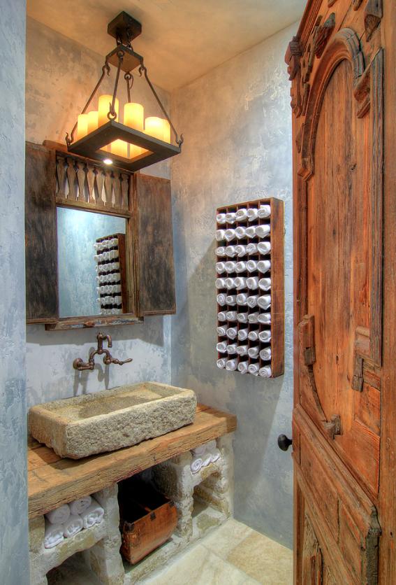 A rectangular Mallorca Chandelier in the guest bathroom.