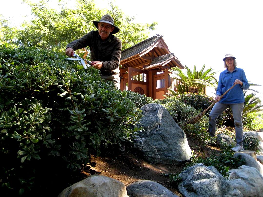 moore garden volunteers.jpg