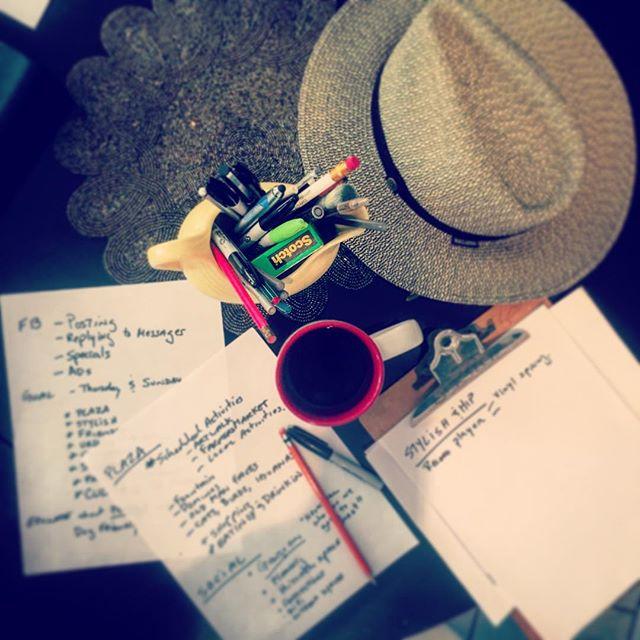 Creative meeting with the @quecheverepr team. #creative #meeting #creativeminds #teamwork #writersofinstagram #pueblolife #quecheverepr #plaza #rincon #rinconpuertorico