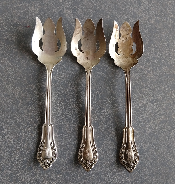sterling silver ice cream spoons tarnished and dirty