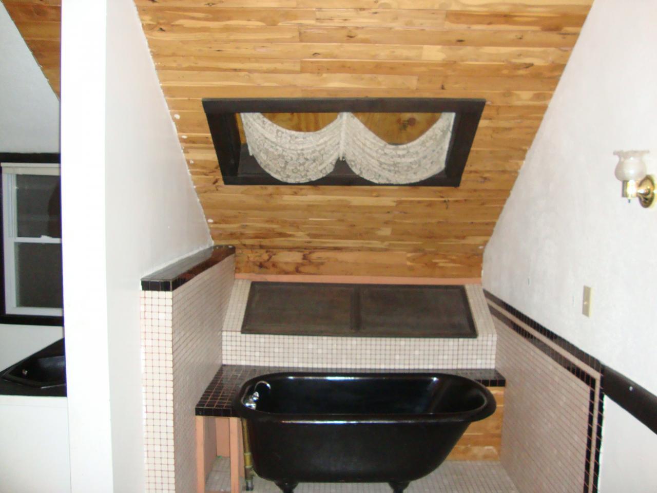 1050 Walsh Master Bath - before