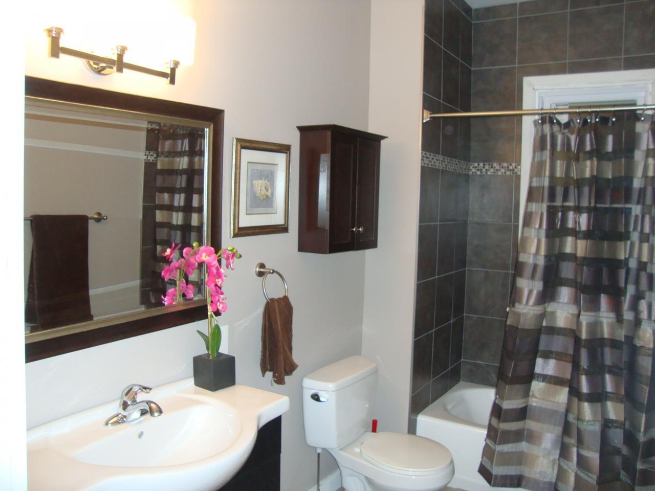 4622 Dupont Bathroom - after