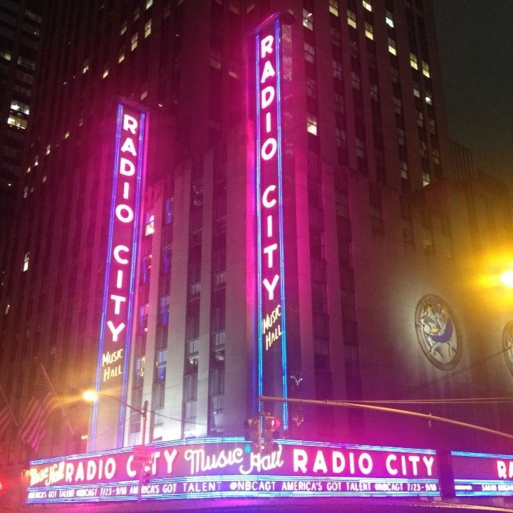 Radio Ciry Music Hall at night, New York by Kevin Nansett for The Doubtful Traveller