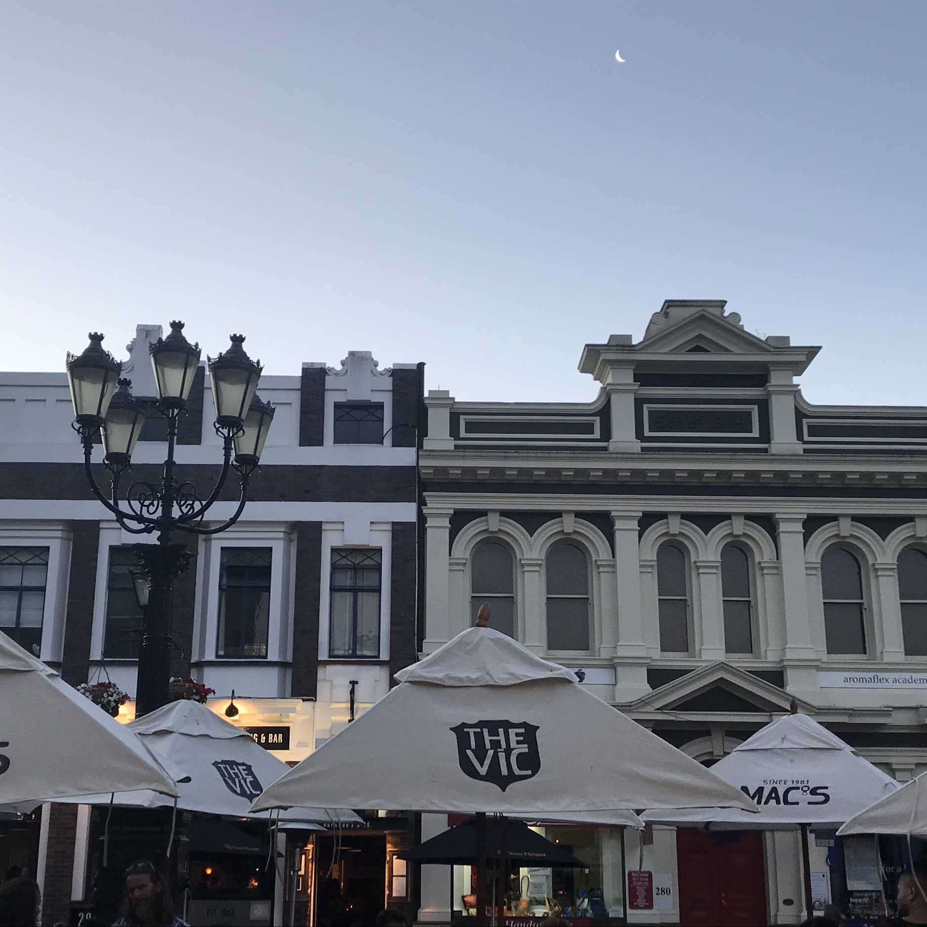 Summer evening in Trafalgar Street, Nelson. The Doubtful Traveller