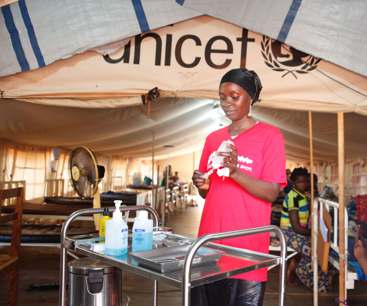 Assistant Nurse, Katidja, prepares medication for a patient inside the hospitalization tent.