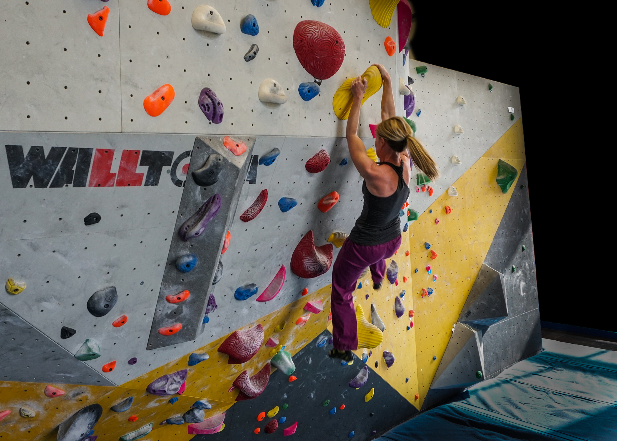 Strong mother climbing training bouldering beauty strength