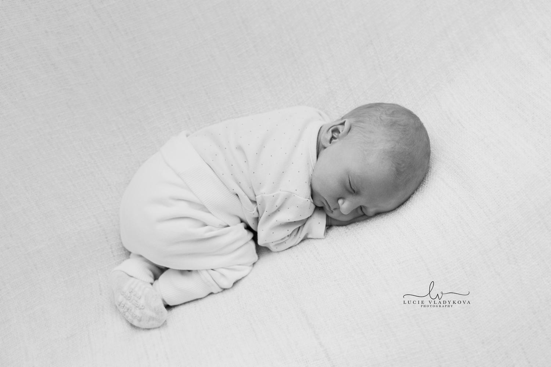 Praha fotograf newborn.jpg