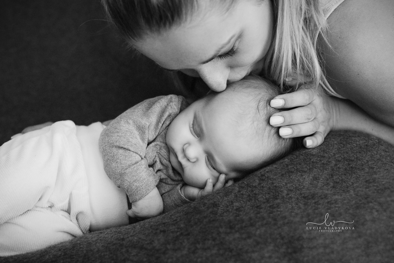 Praha fotograf novorozenci.jpg
