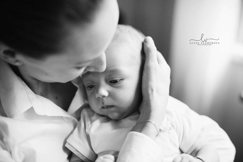 Newborn photographer in Prague.jpg