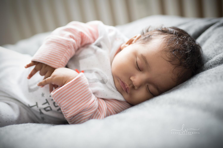 Foceni novorozencu v Praze 5.jpg