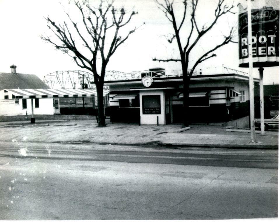 1960's Restaurant and Diner - Mark Twain Dinette - Hannibal, MO Restaurant and DIner