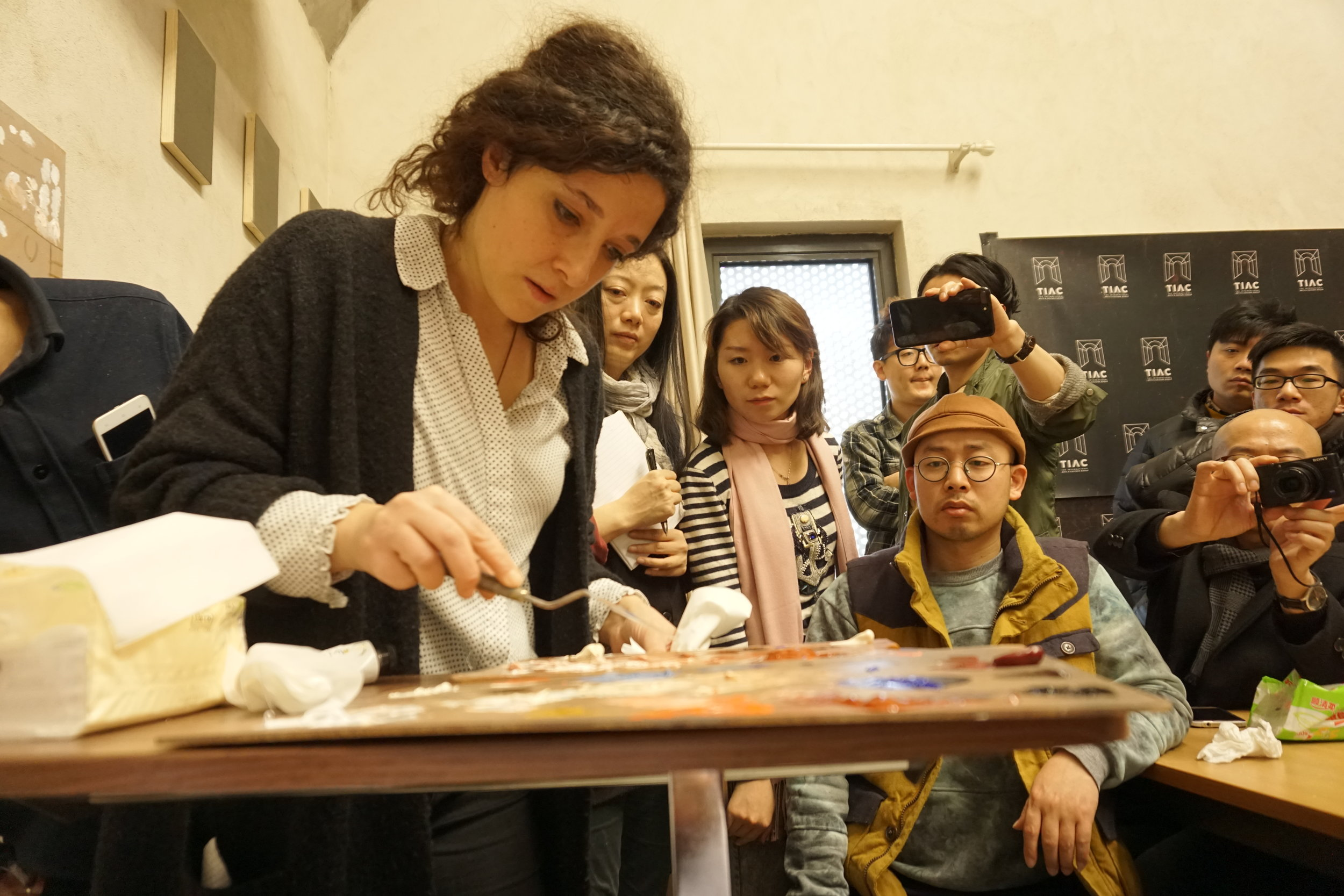 Daniela Astone teaching at The Old Masters Techniques Workshop in TIAC Beijing.