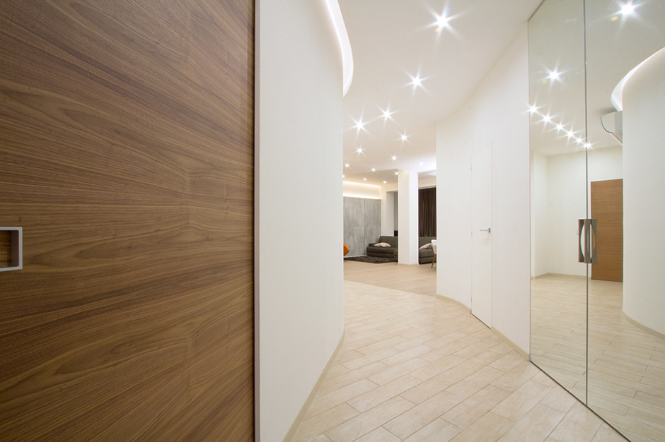 Wonderful-Interior-Hallway-Design-with-Modern-Lighting-Arrangement-in-Modern-Apartment-Interior-Design-Combined-with-Wooden-and-Glass-Door-Design-940x626.jpg