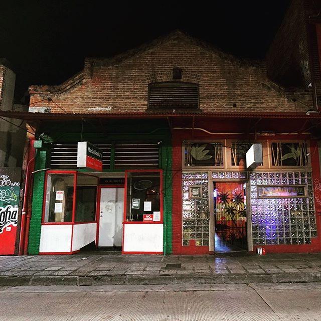 Smith's Union Bar, est. 1934, Honolulu, Hawaii, the oldest bar in Hawaii 🍹 🌴 🥥