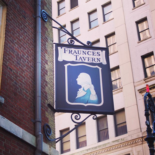 Happy 300th birthday to New York City's Fraunces Tavern! 🥃 The tavern began life as the home of the De Lancy family in 1719, and was sold at auction in 1762 to Samuel Fraunces. Fraunces immediately refitted the De Lancy home into the Queen's Head Tavern, which hosted several important events during the American Revolution, including the NY tea party, the Washington's farewell speech to his officer corps. After the war, Washington hired Samuel Fraunces as his personal chef and the tavern's upstairs portions were leased to the new federal government to become the first location of the U.S. departments of war, state, and treasury. Following decades of decline and neglect, the building was purchased and restored by the Sons of the Revolution in 1904 and is today a museum, restaurant, and bar. 🍻 . . . #tavern #saloon #bar #pub @frauncestavern @frauncestavernmuseum @fraunces_tavern_whiskey_bar #newyorkcity
