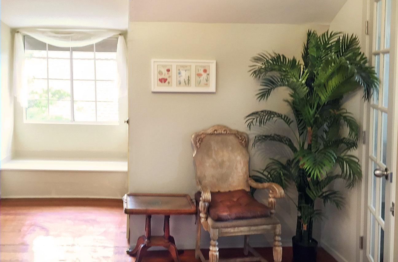 Upstairs Mid Room Window.s.jpg
