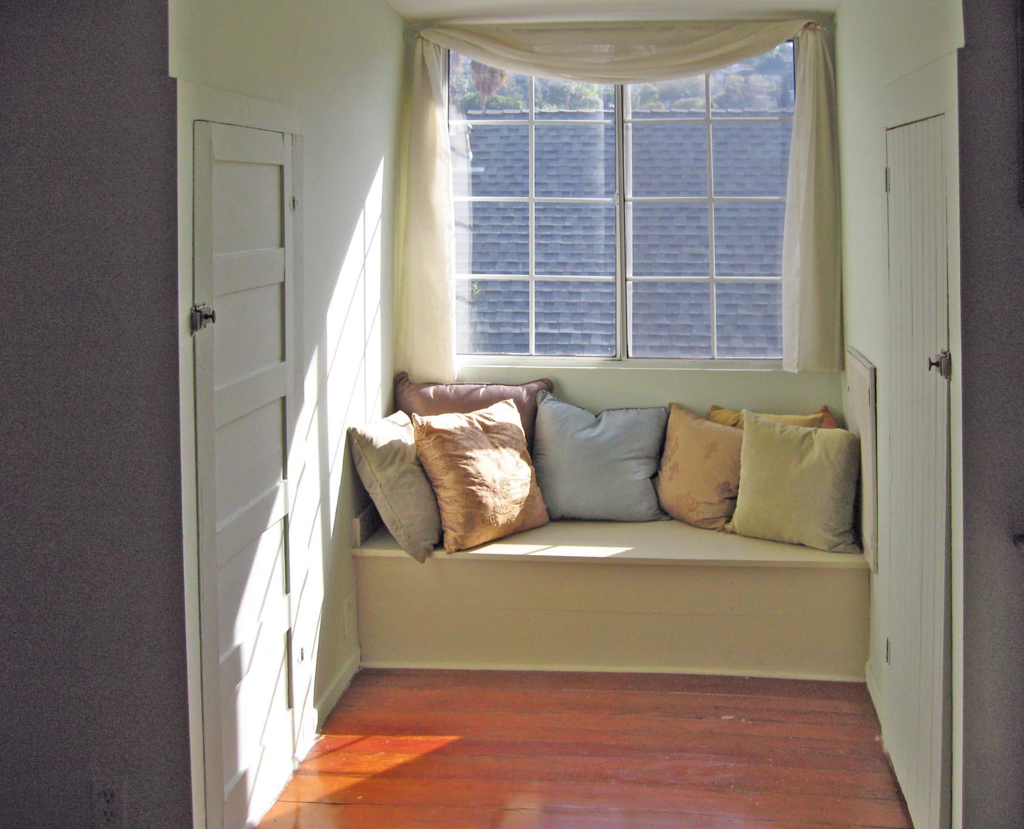WindowSeat_Pillows.jpg