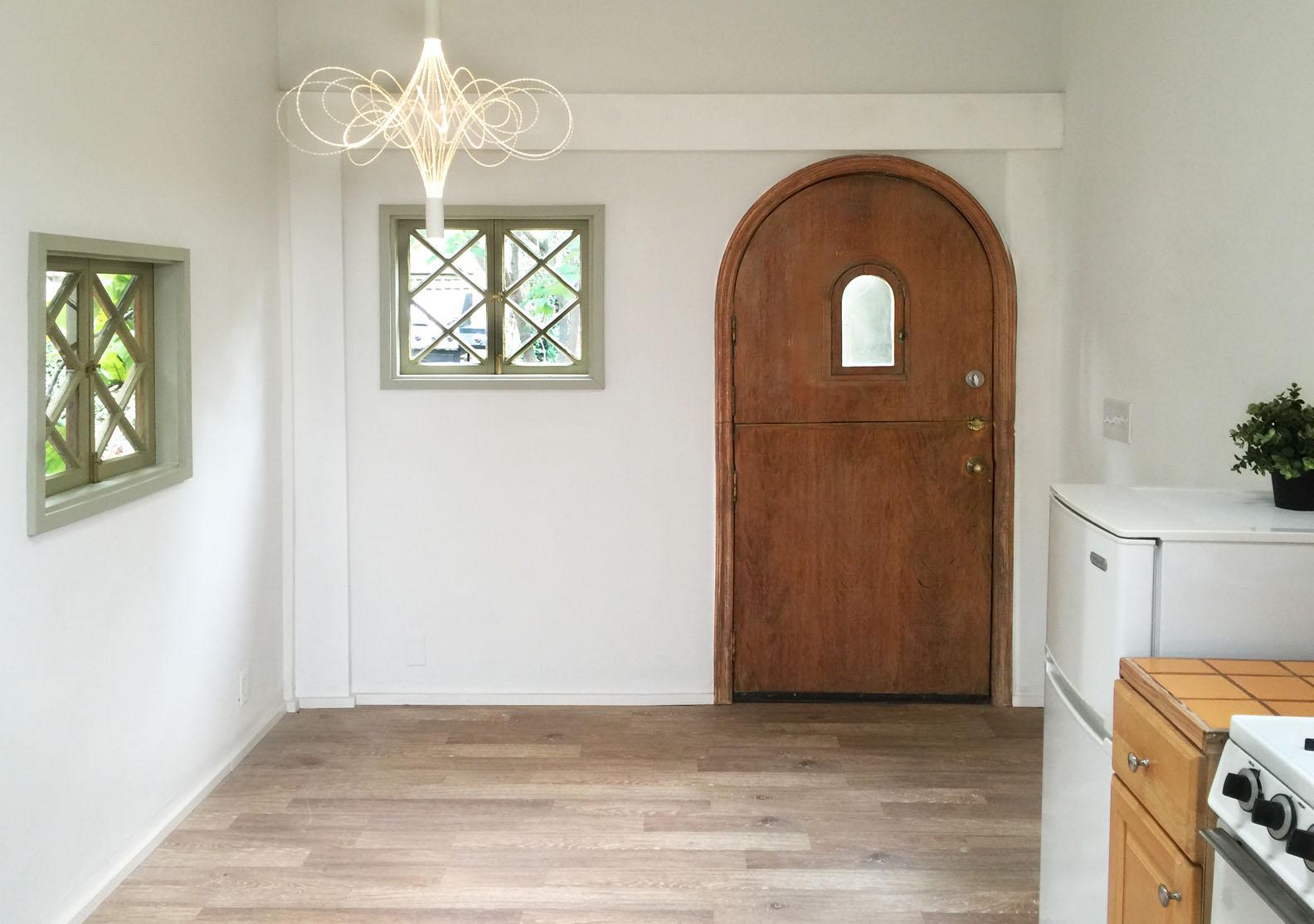 light 1 door.s.jpg