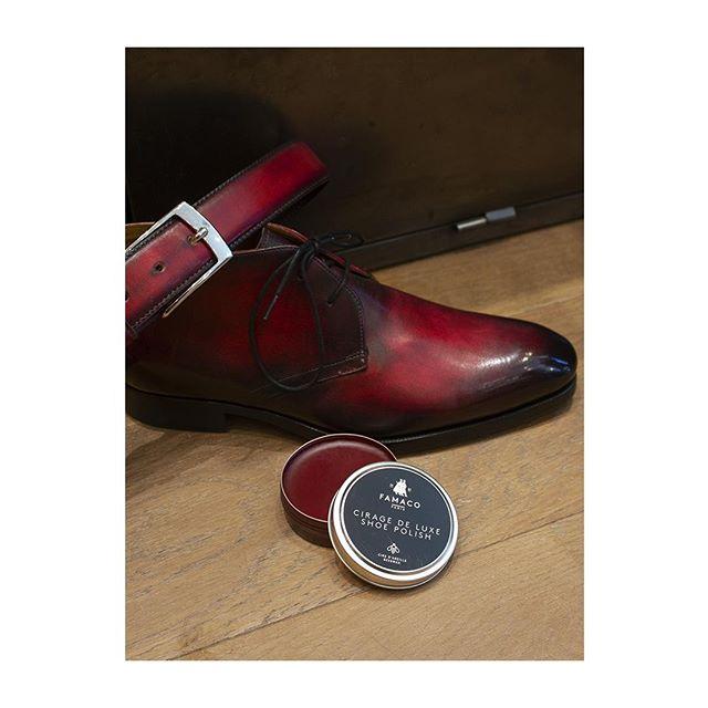 🇫🇷 : Rouge Passion 🌹 🇬🇧 : Red as passion -  Assortir sa ceinture à ses chaussures, le détail qui tue. Surtout avec notre cirage de luxe approprié.  Photographié chez @lecalceophile #famacoparis #madeinfrance #leathercosmetics #leather #cuir #chaussures #shoes #shoeslovers #entretienducuir #art #rougepassion