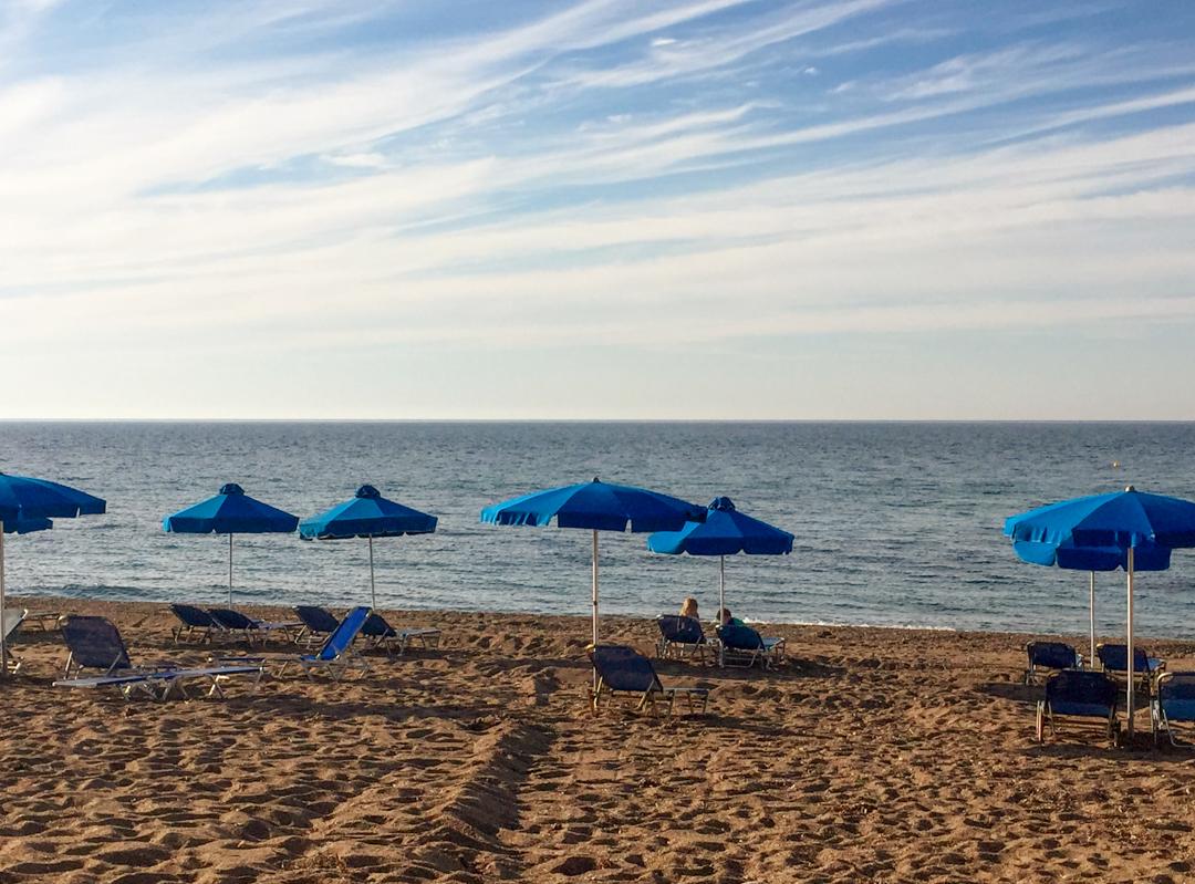 Anassa EF strand vlakbij.jpg