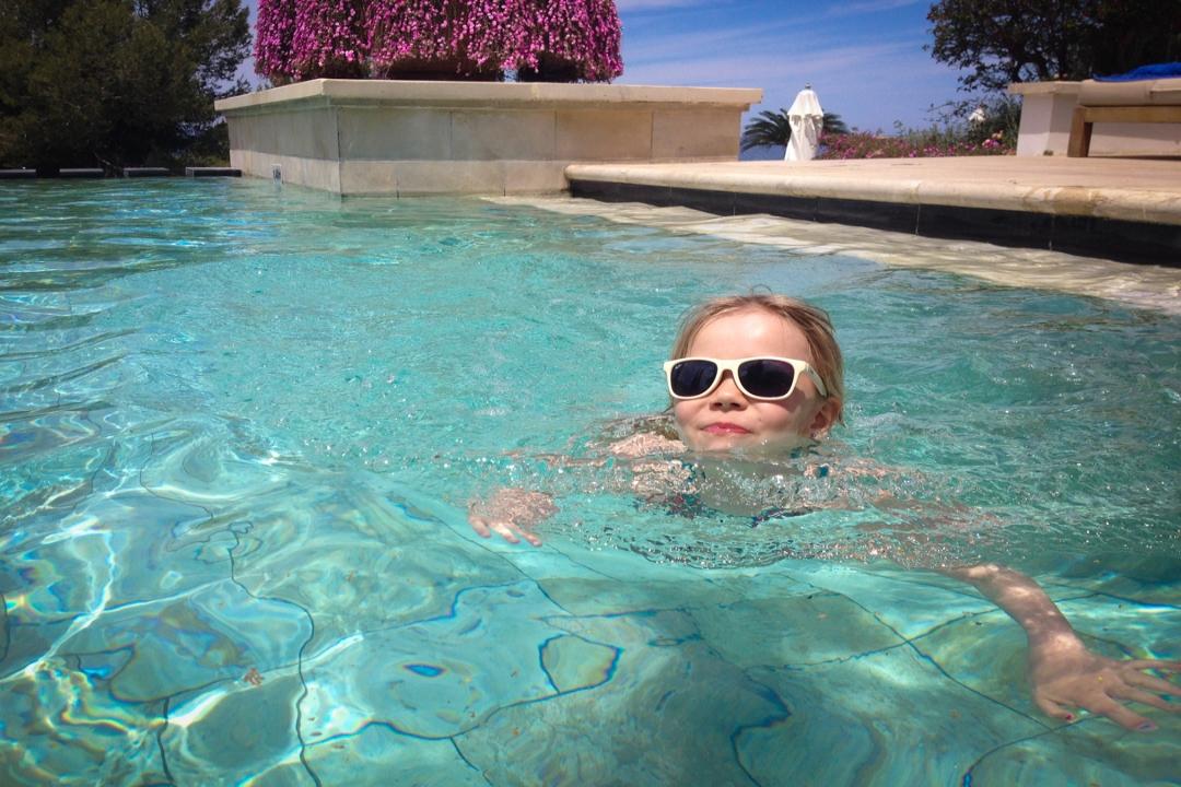 Anassa EF tess zwemmen.jpg