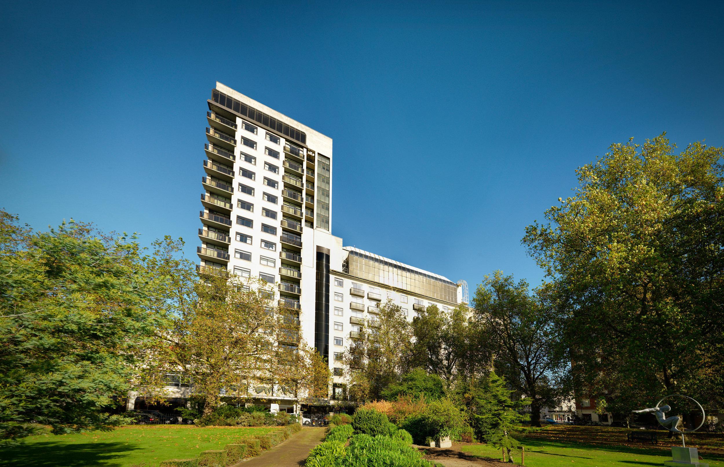 Jumeirah Carlton Tower - Garden 04.JPG