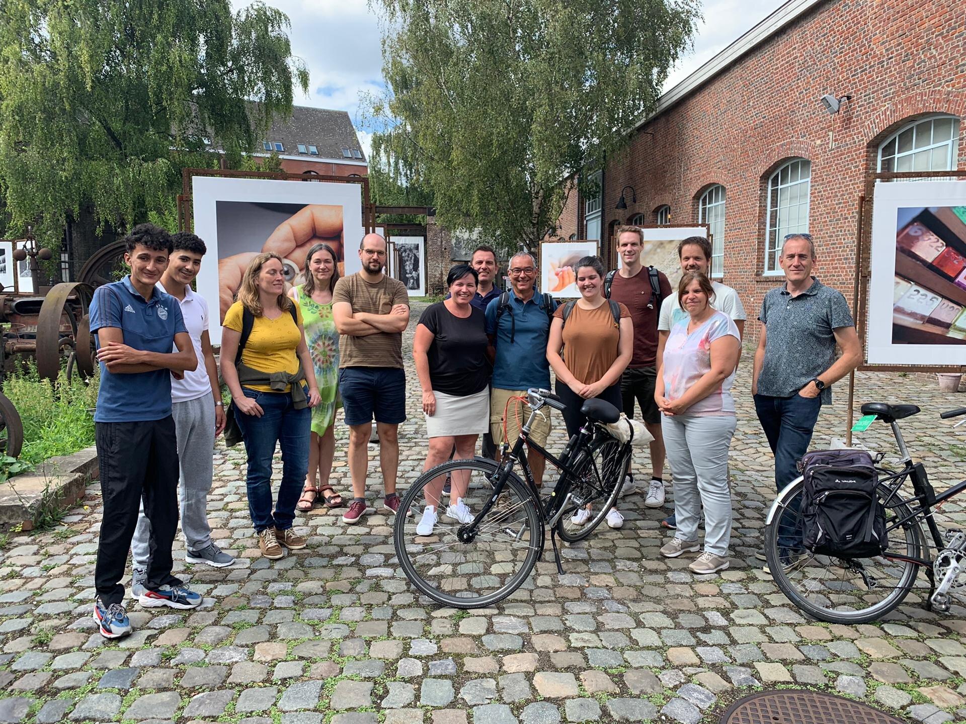 Deux jeunes de AJM/VMJ guident une première fois à travers Bruxelles à vélo. Lieu: La Fonderie, Molenbeek-Saint-Jean