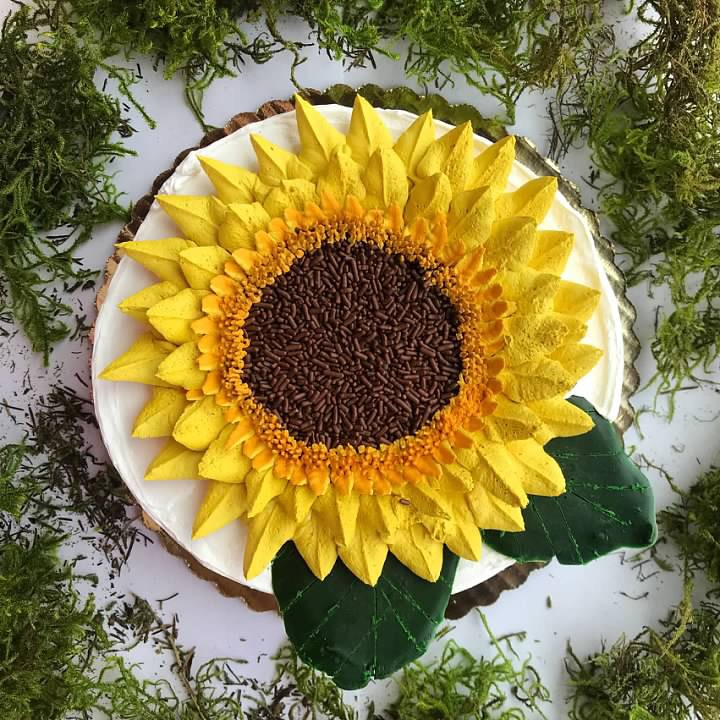 FLOWER CAKES - Welcome to Torico's Edible Garden where our decorators have grown a menu of hand crafted flowers nurtured with love, patience, whipped cream and fun.