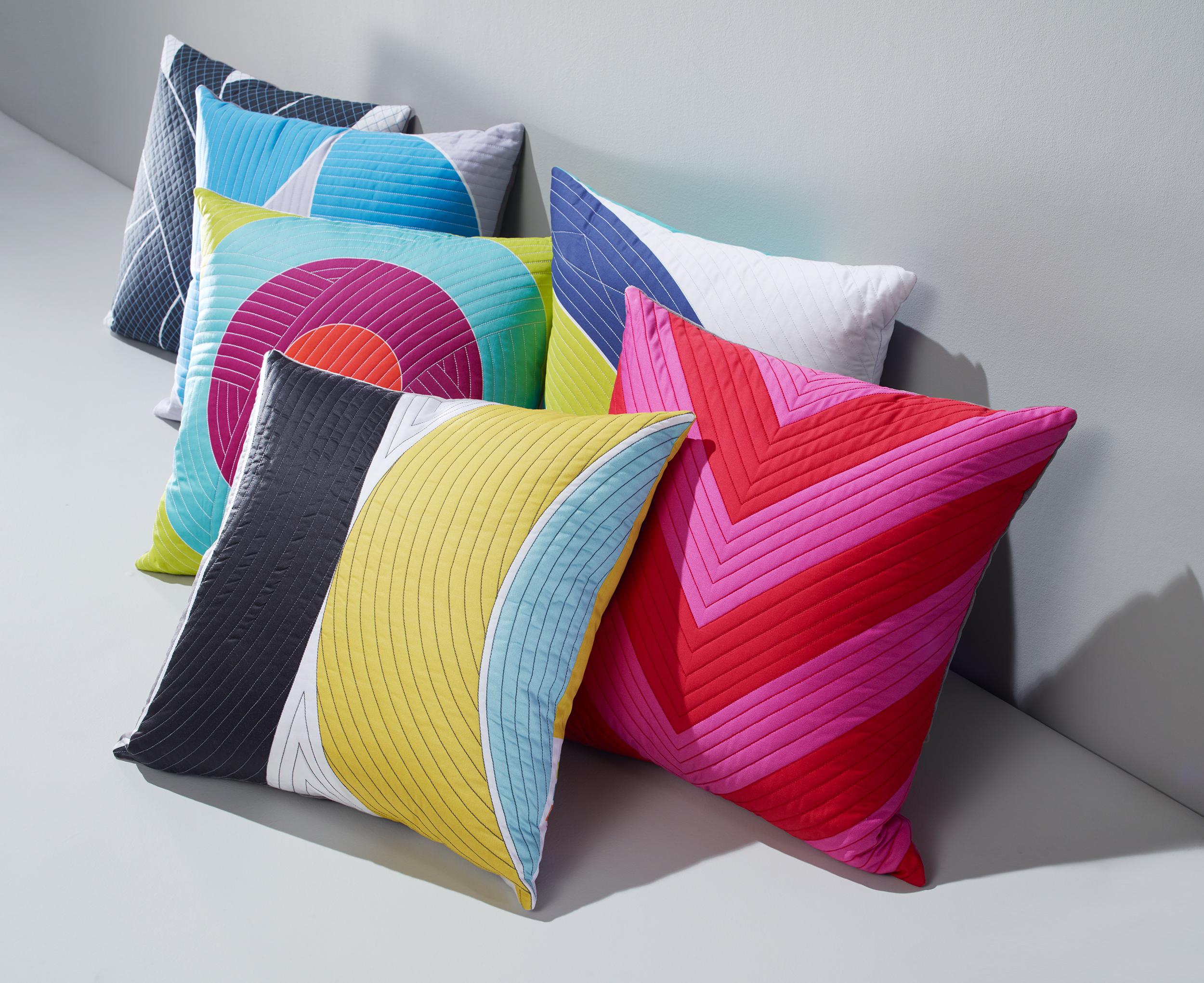Pillows_Family_LowAndJaunty_COMP_Oa_2500pxl.jpg