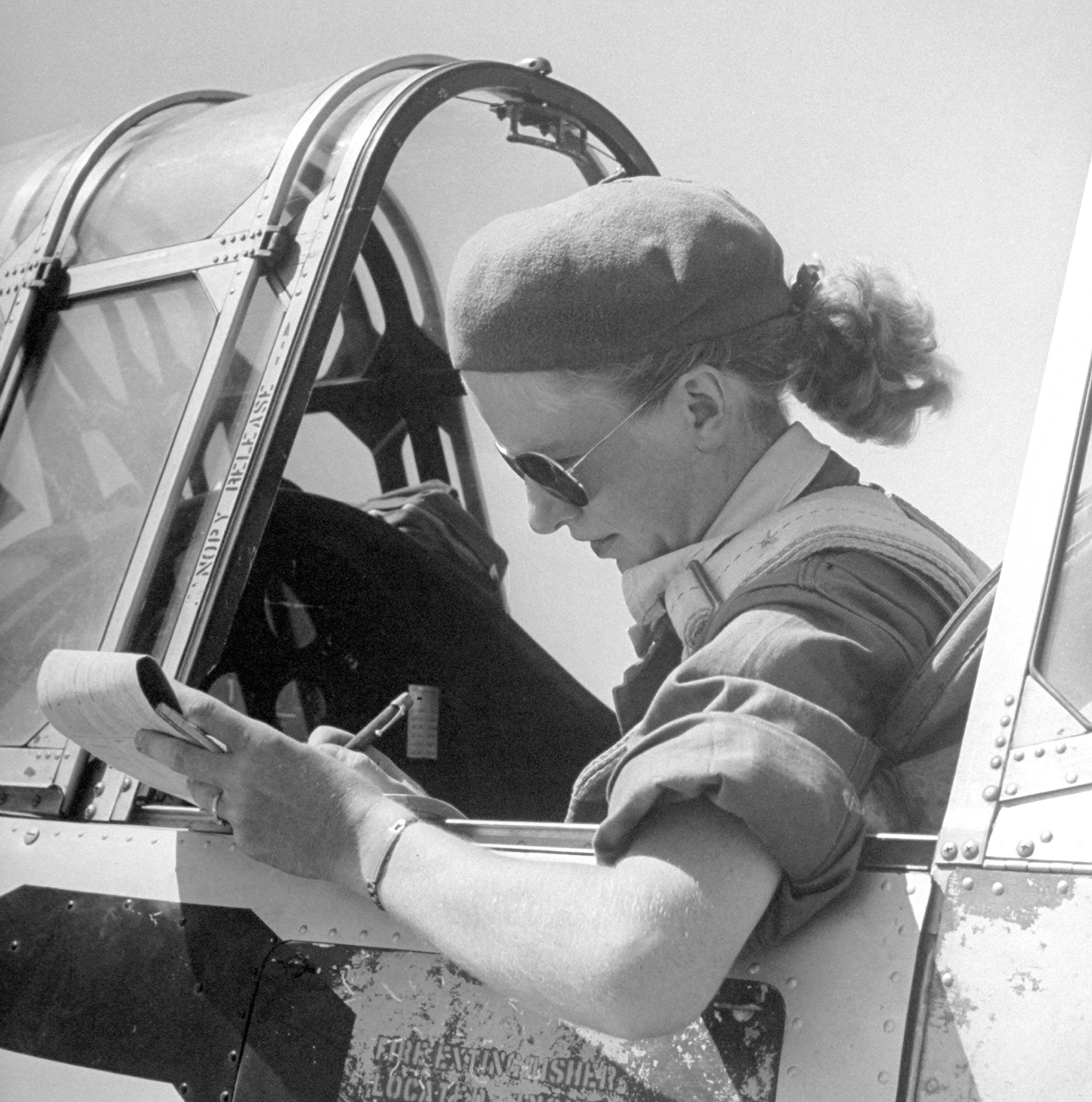 1943 Trainee pilot Jean Pearson