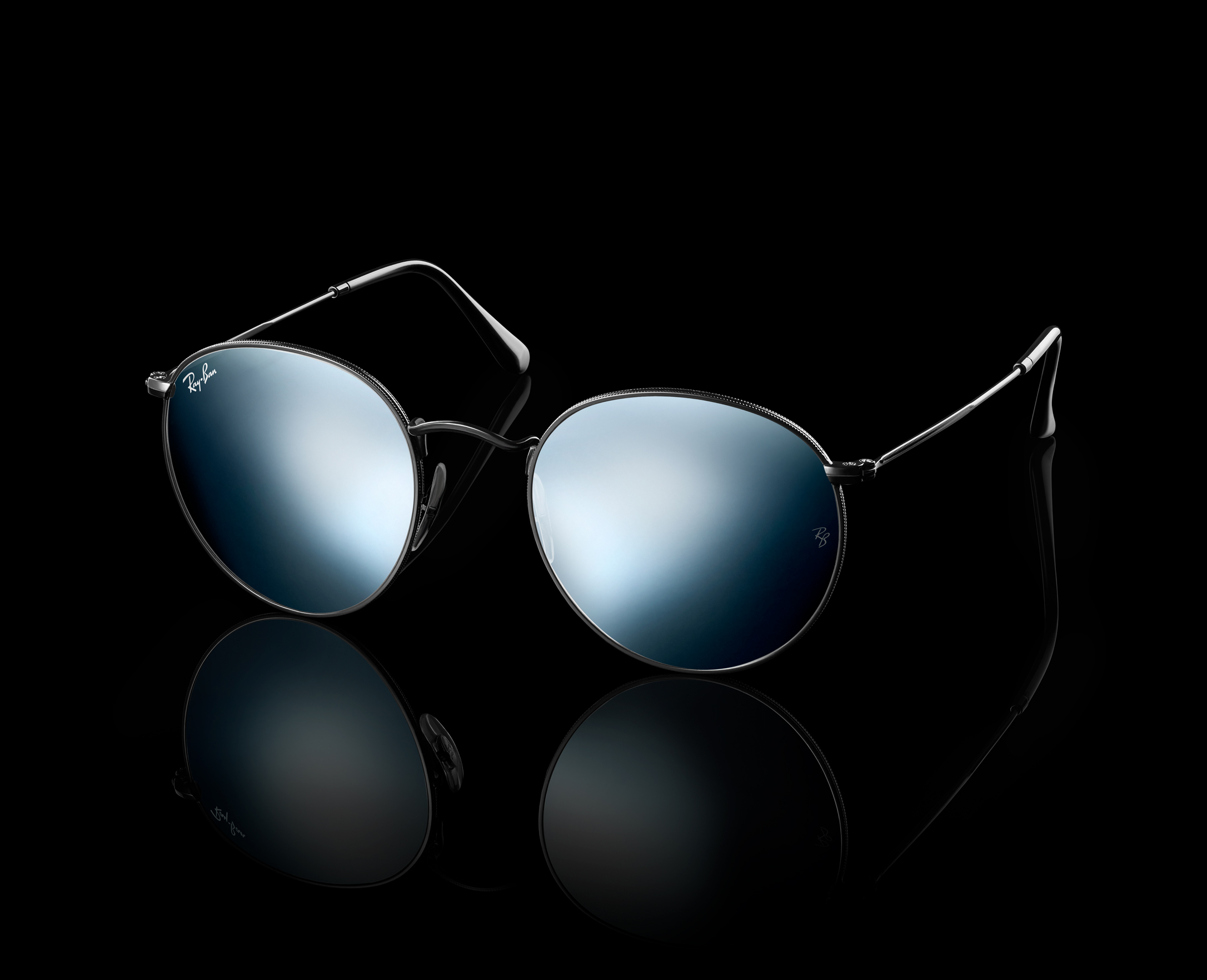 Ray-Ban-Exclusives-Flash-Black-Beauty-Shot-Round.jpg