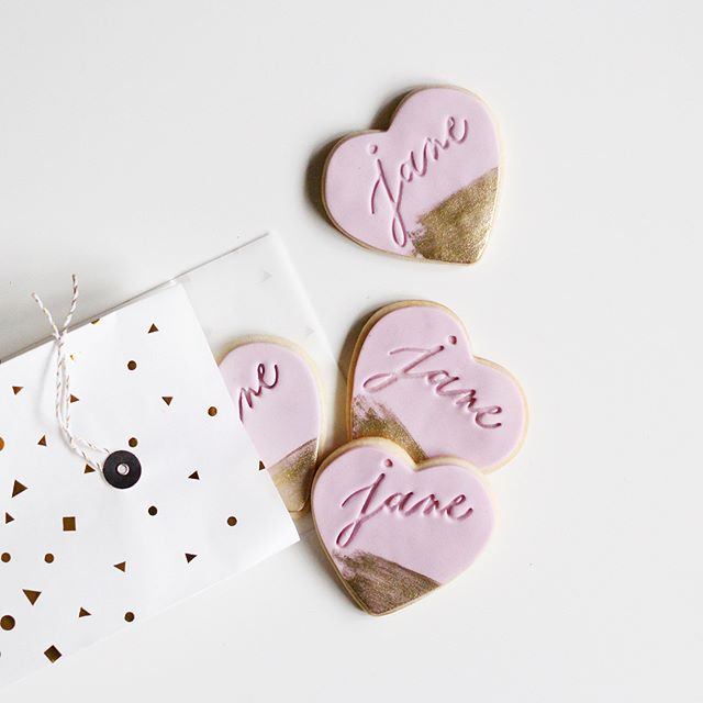 It's still so surreal seeing my lettering on these beautiful sugar cookies 💕 #tastecremexbristlesproutsco #suinlove2018