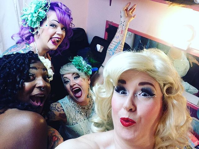 #varietease #notesfrombackstage second show is about to start ❣️🎭🥂 Are you here? #grittycitysirens @rosiecheex253 @lgzdjor253 @heatherhostility #AdoraBorealis #tacomaburlesque #tacomawa #nightlife