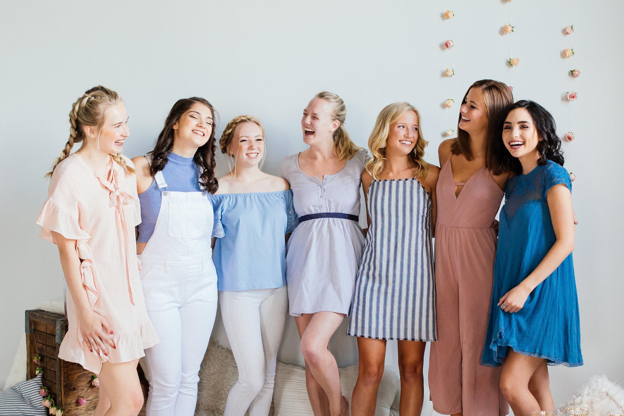 Minneapolis Senior Photographer Reyna Meinhardt with her class of 2019 senior team