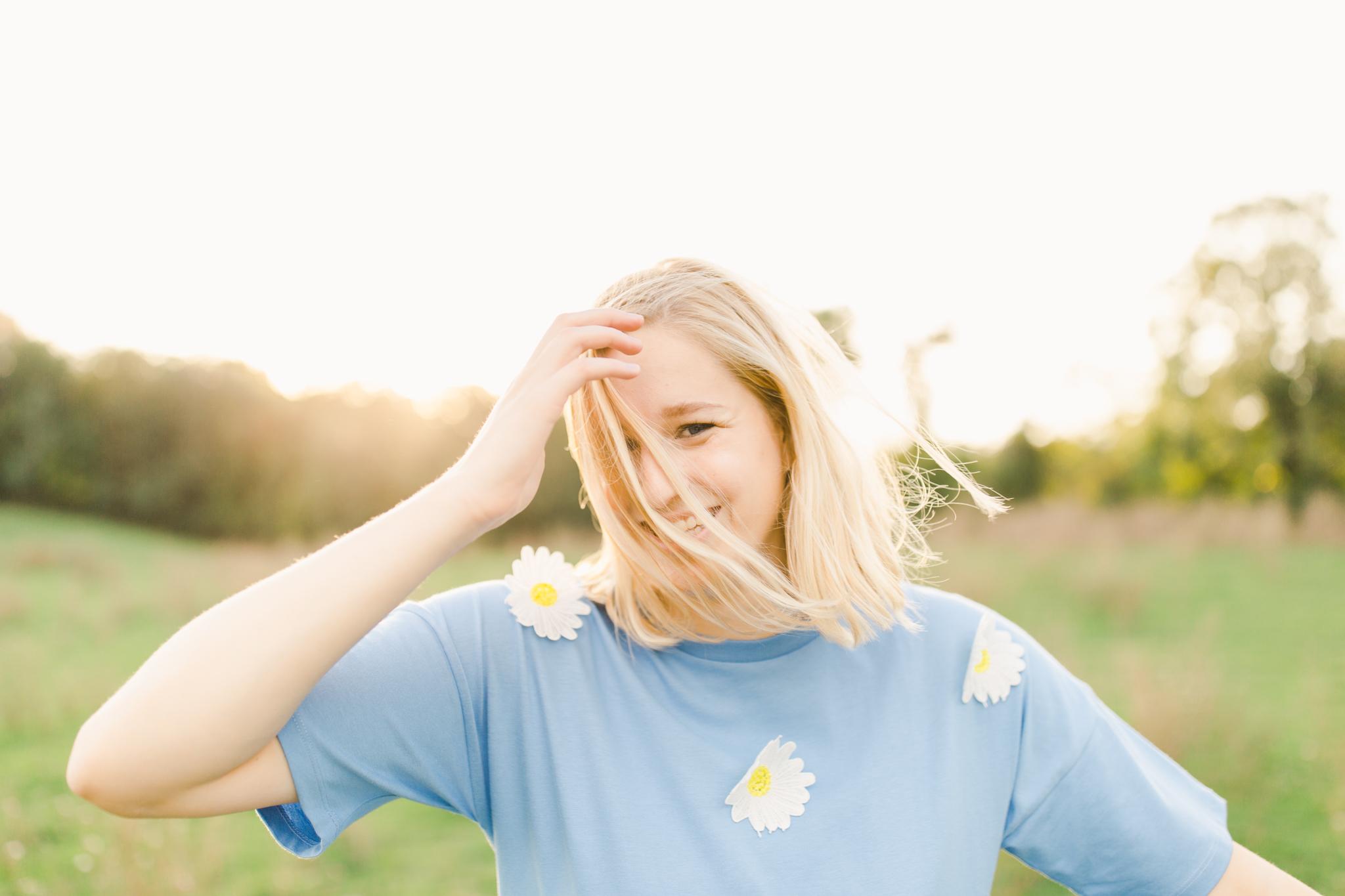Cheery Daisy inspired High school senior session natural light