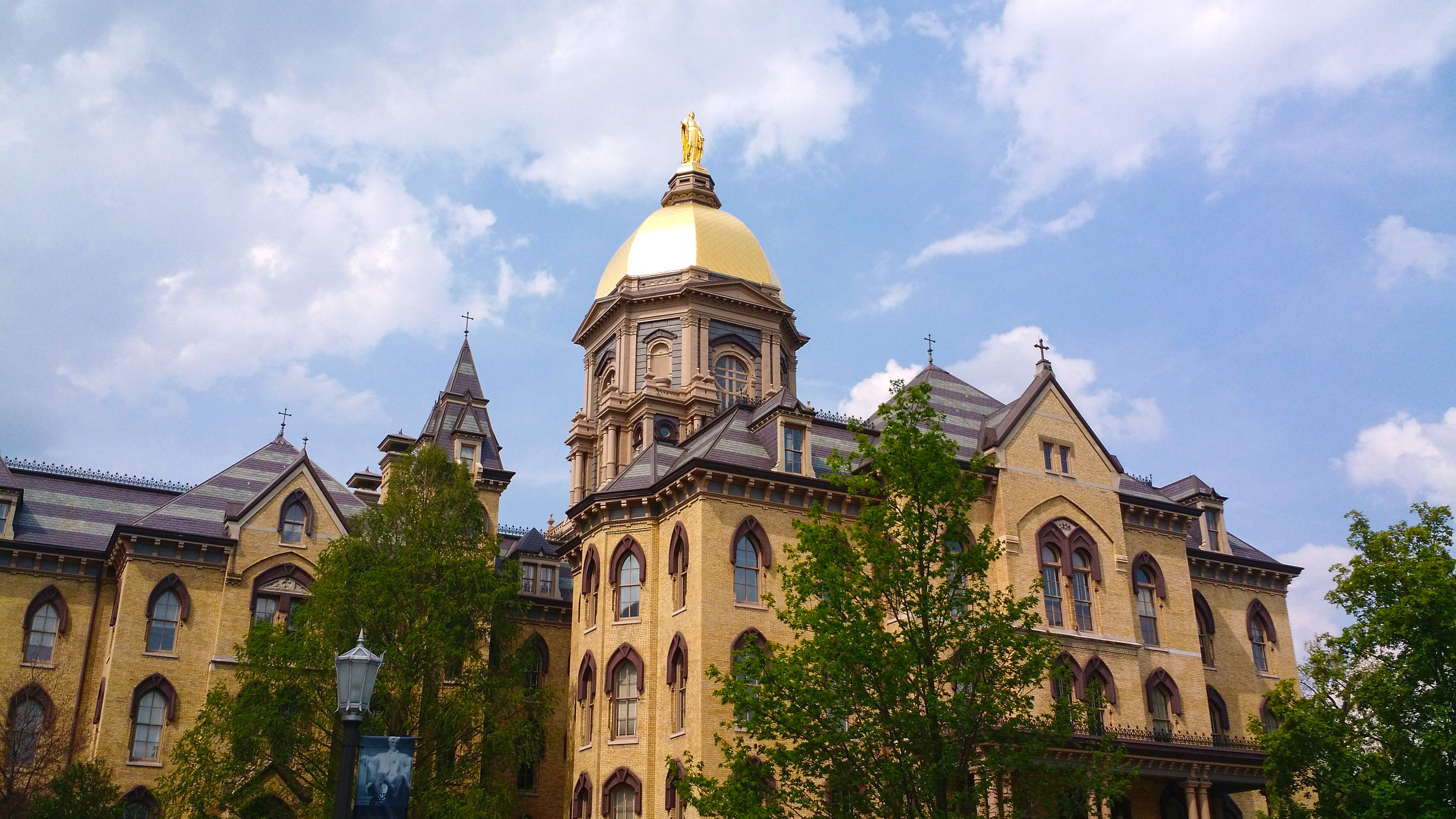Main_Building_at_the_University_of_Notre_Dame.jpg