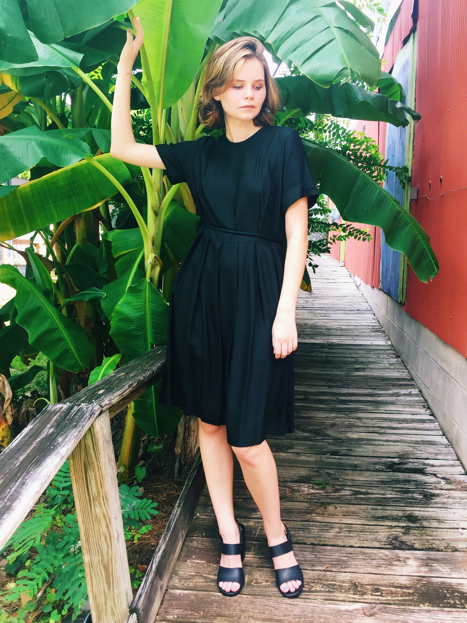 wonaponatime-vintage-lookbook-black-dress-green-plants