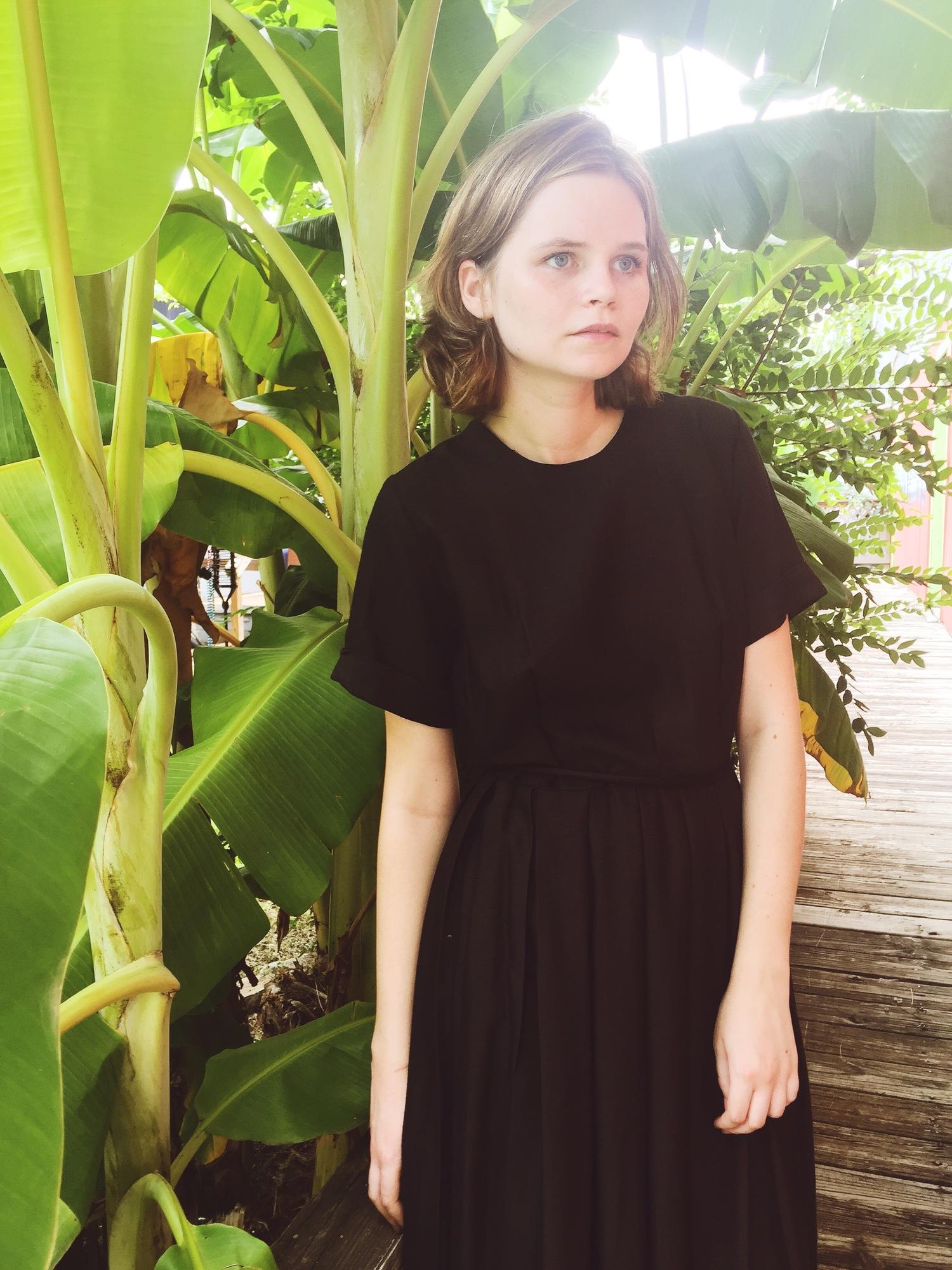 wonaponatime-lookbook-black-dress-vintage-green
