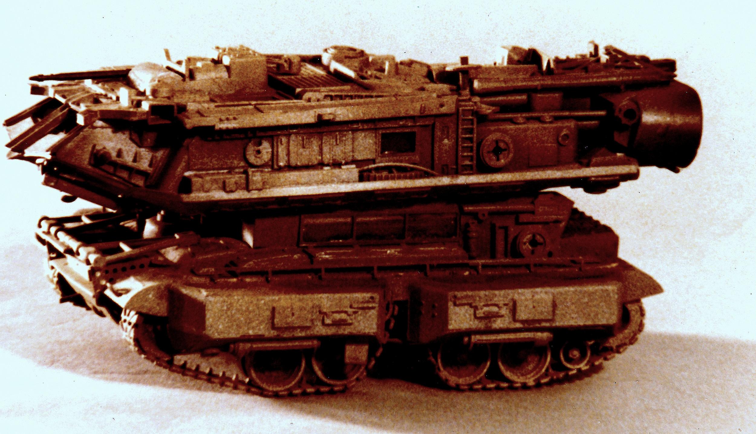 tank w. space ship (2).jpg
