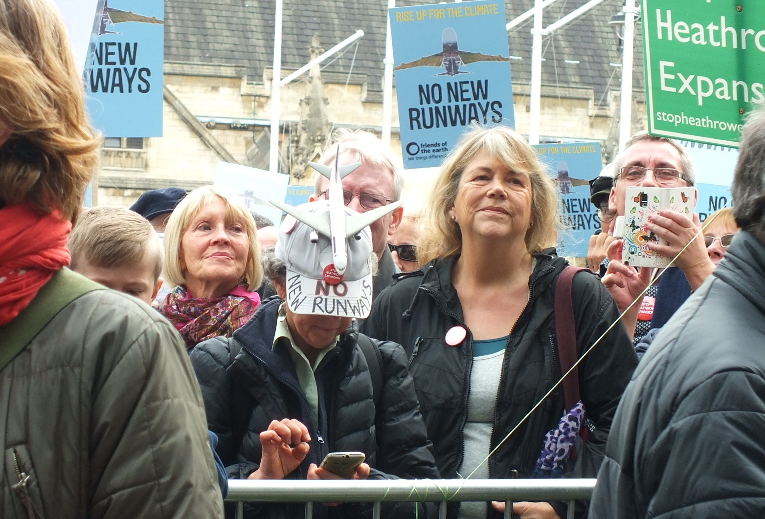 Members of the crowd were keen to spread the word to those who couldn't attend but were following on Twitter.