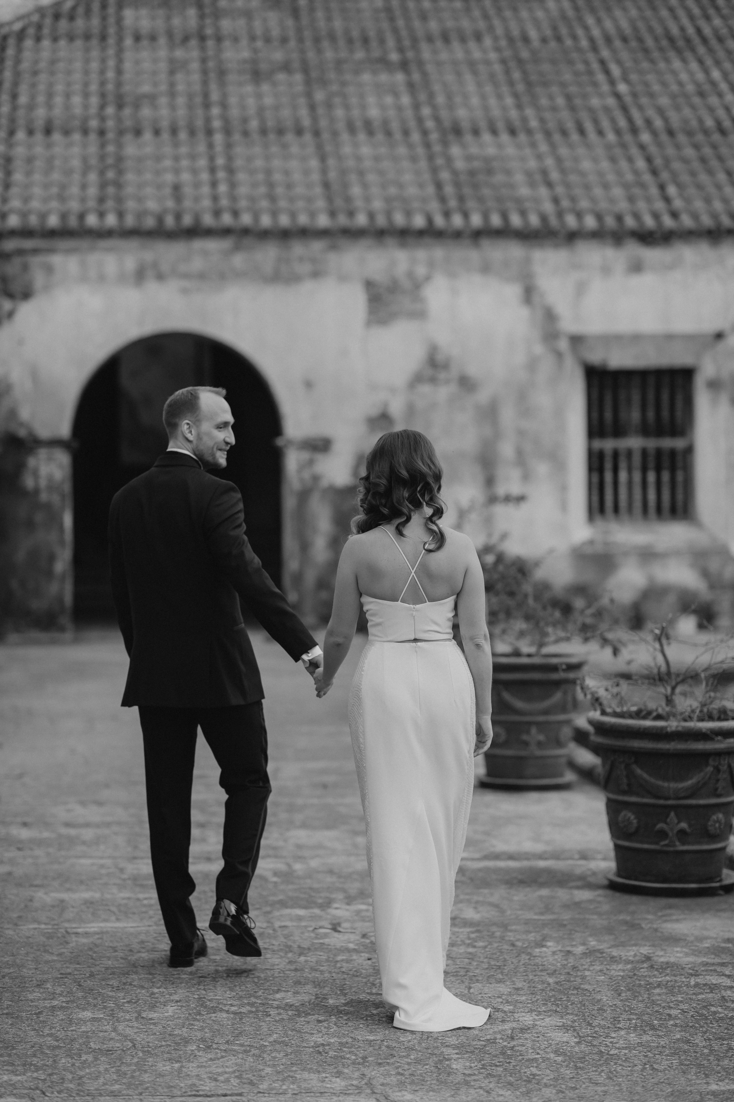 Mac leads Kathe through one of the best wedding venues in Antigua Guatemala.