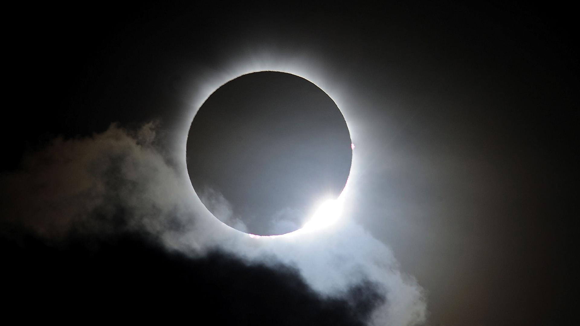 a_mach_space_eclipsepath_170124.jpg