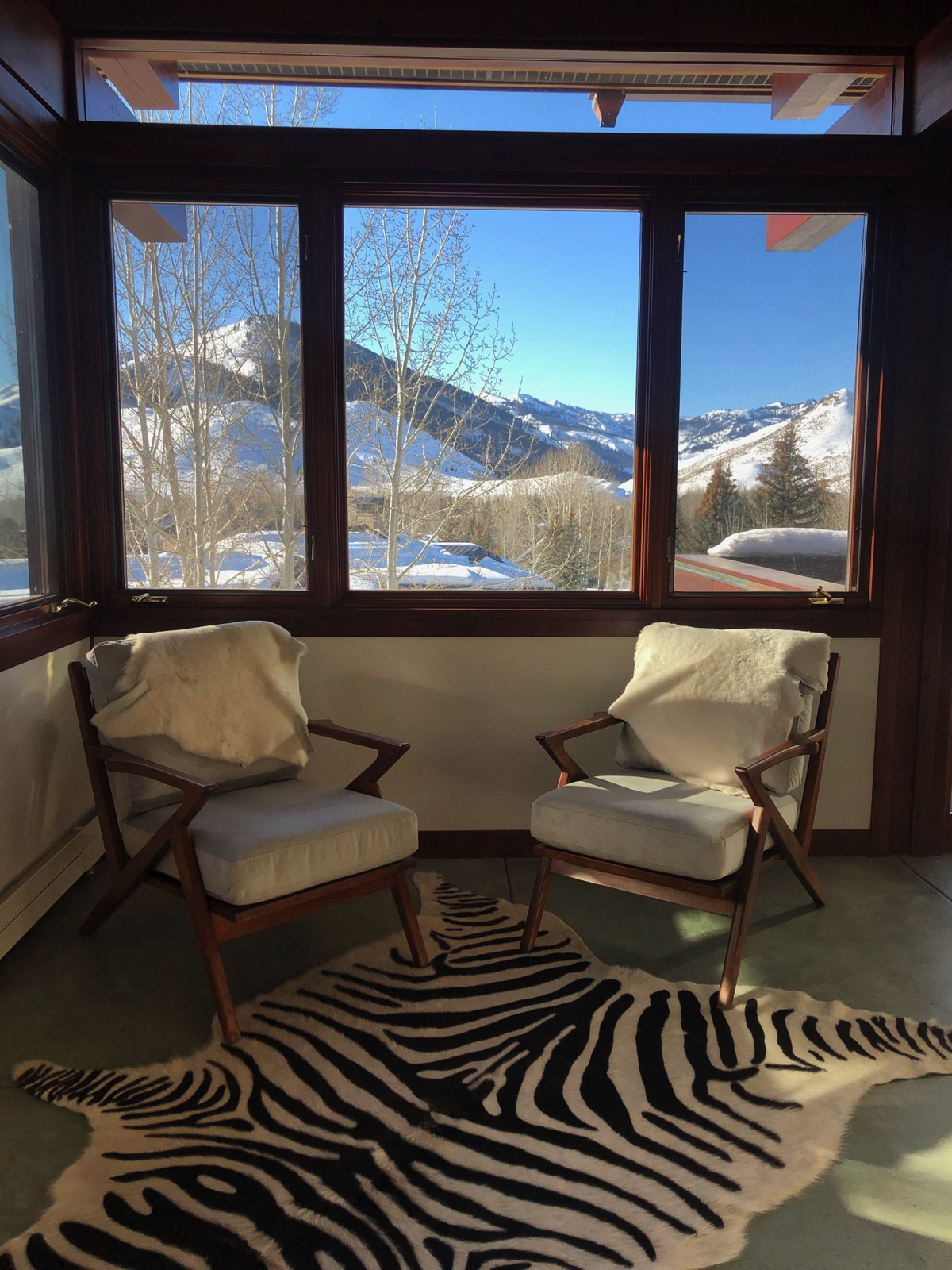 beautiful arrangement in the winter in idaho. view of sun valley in the window. .jpg