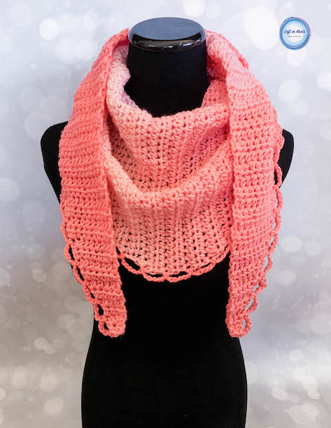The Petals Mod Scarf is a simple, pretty and modern scarf for the cooling autumn temperatures! This one skein project is beginner friendly and can be embellished in any way you choose. Keep reading for the free crochet pattern :)